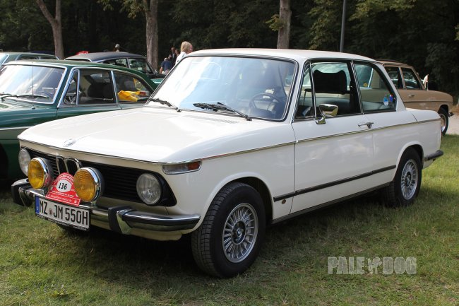 1974 BMW 2002 tii (front view)