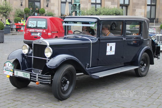 1932 Škoda 645 Limousine (front view)