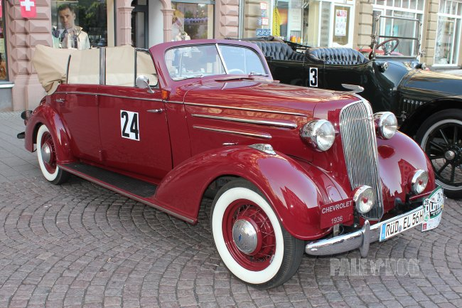 1936 Chevrolet Master Deluxe Imperial Gläser-Cabriolet (front view)