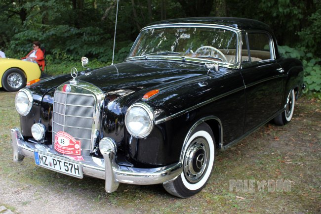 1957 Mercedes-Benz 220 S Coupé (front view)