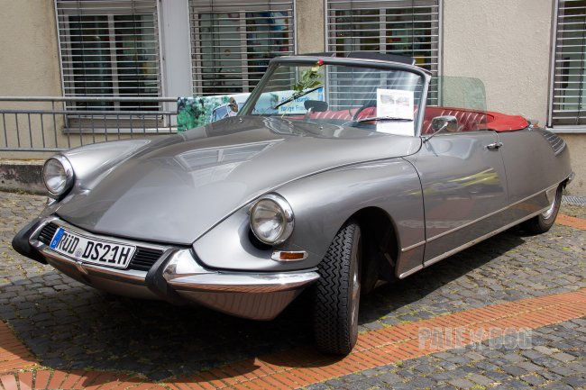 1966 Citroën DS 21 Cabriolet (front view)