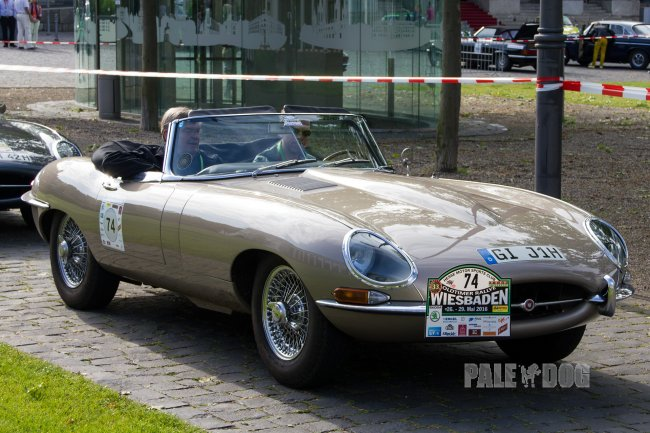 1966 Jaguar E-Type Series 1 Roadster (front view)