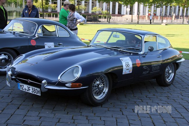 1962 Jaguar E-Type Series 1 Coupé (front view)