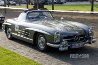 1961 Mercedes-Benz 300 SL Roadster (front view)