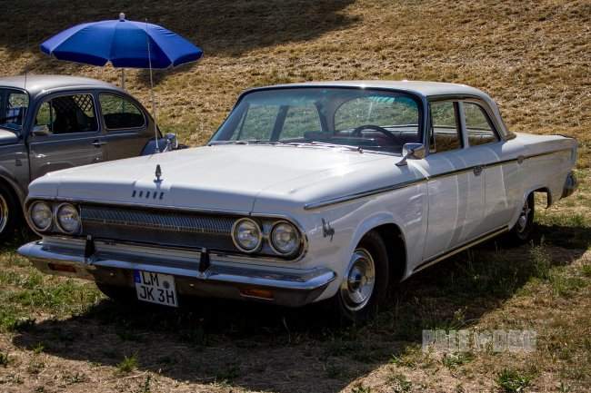 1963 Dodge Custom 880 Sedan (front view)