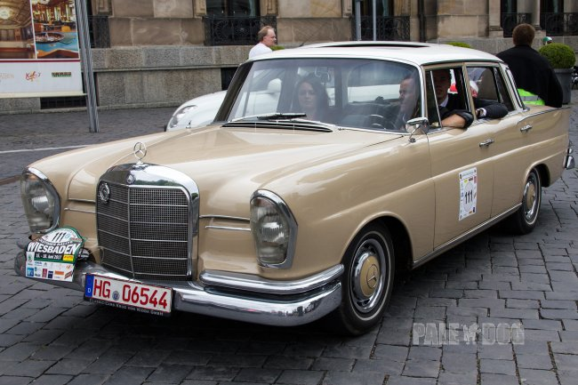 1962 Mercedes-Benz 220 SEb (front view)