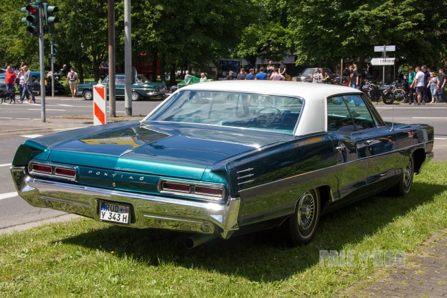 1966 Pontiac Star Chief Executive Sedan (rear view)