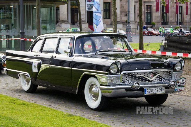 1969 GAZ 13 Chaika (front view)