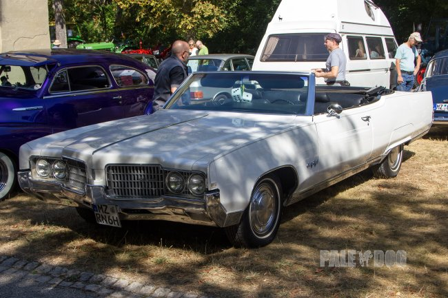 1969 Oldsmobile Ninety Eight Convertible (front view)