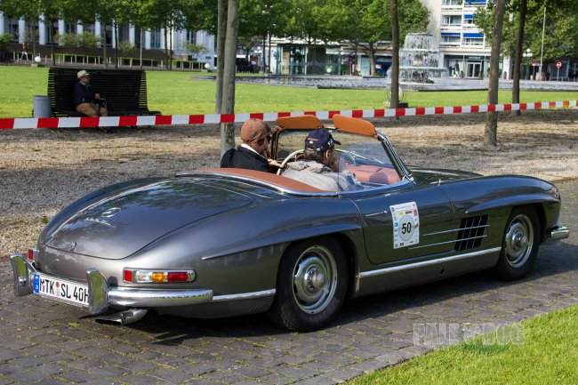 1961 Mercedes-Benz 300 SL Roadster (rear view)