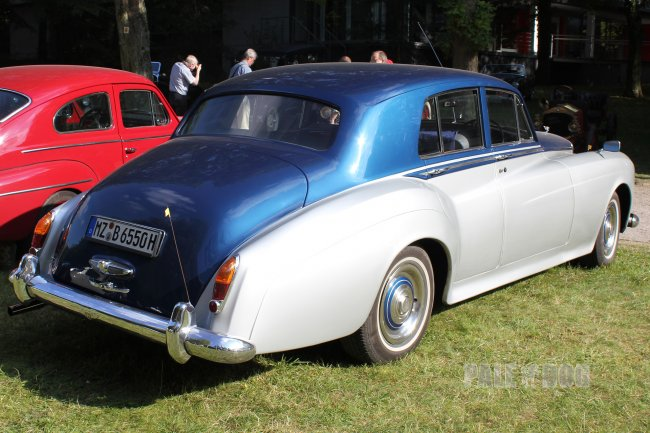 1965 Bentley S3 Saloon (rear view)