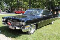 1963 Cadillac Sedan DeVille (front view)