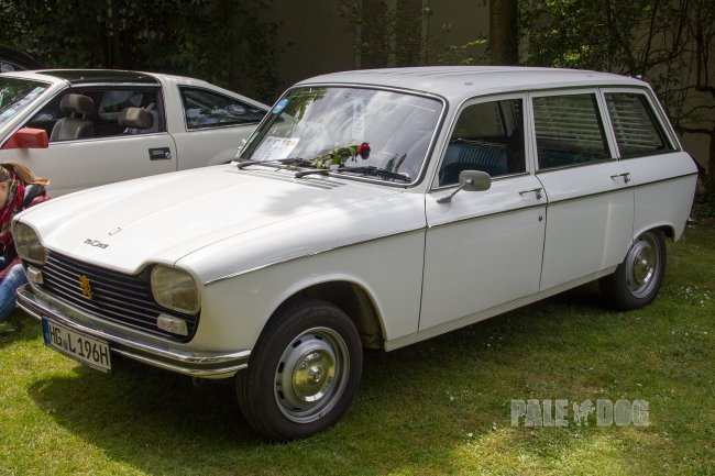 1976 Peugeot 204 Break (front view)