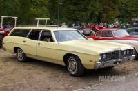 1972 Ford Galaxie 500 Country Sedan (front view)