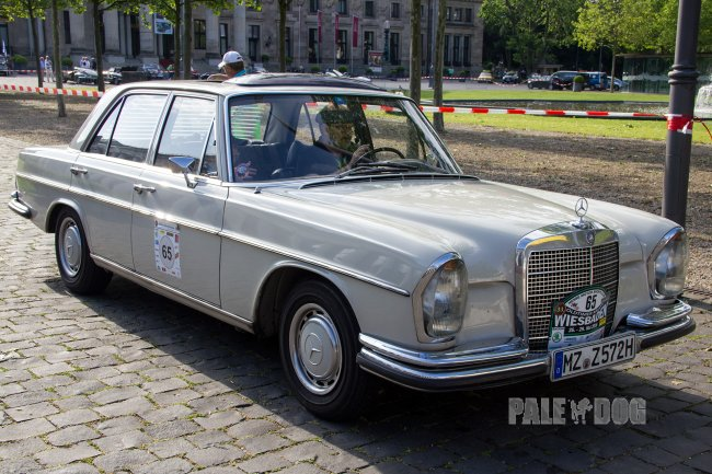 1972 Mercedes-Benz 280 S (front view)