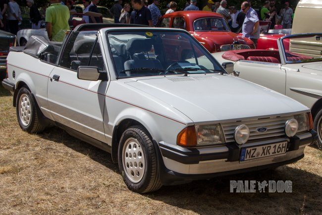 1985 Ford Escort 1.6i (front view)