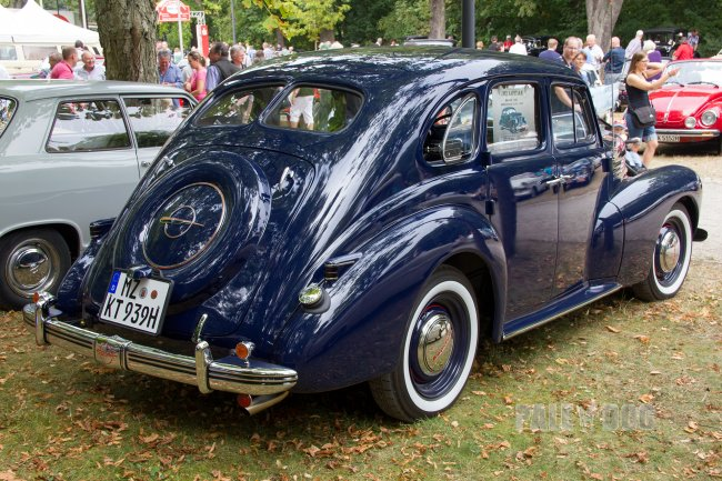 1939 Opel Kapitän (rear view)