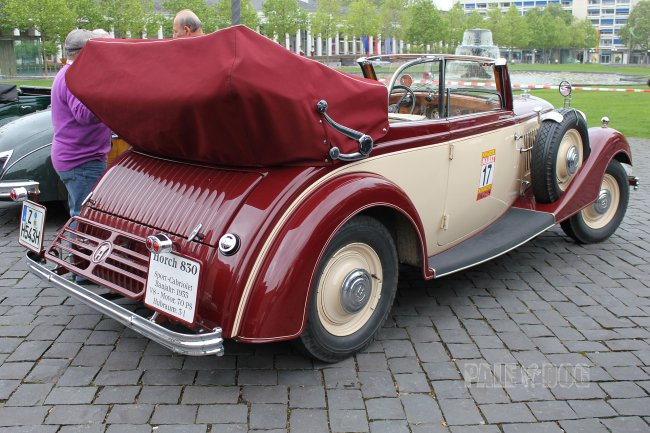1933 Horch 830 Sport Cabriolet (rear view)