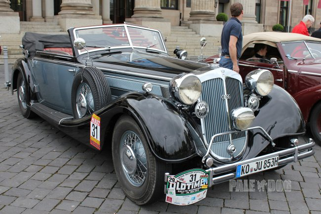 1938 Horch 853 A Sport-Cabriolet (front view)