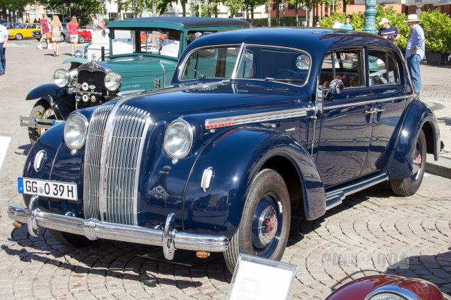 1939 Opel Admiral (front view)