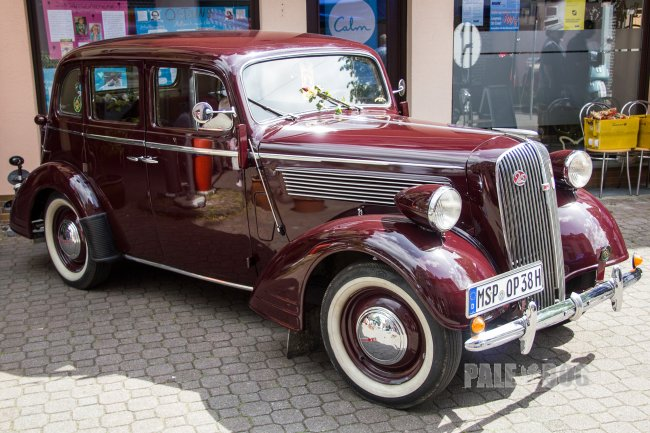 1938 Opel Super 6 Limousine (front view)