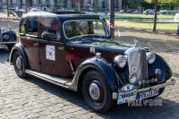 1939 Rover 12 Saloon (front view)