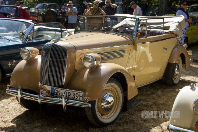 1938 Opel Super 6 Cabriolet (front view)