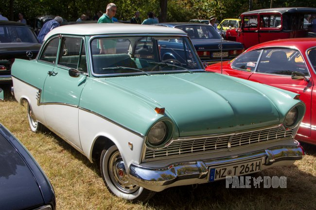 1960 Ford Taunus 17m de Luxe P2 (front view)