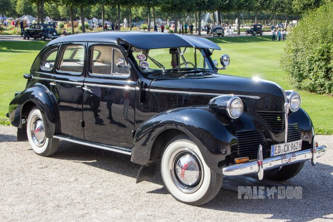 1946 Volvo PV 60 Limousine (front view)