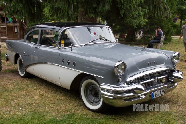 1955 Buick Special 2-door-sedan (front view)