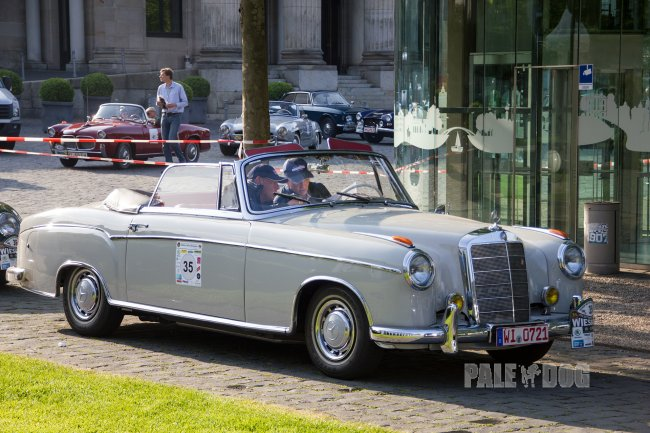 1955 Mercedes-Benz 220 S Cabriolet (front view)